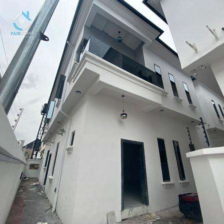 4 Bedroom fully detached duplex