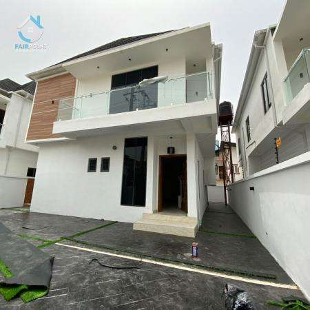 Beautiful and Massive 4Bedroom Detached Duplex With Bq and Swimming Pool For Sale At Ajah